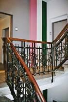 Die Steinacherfarben, ROSA-WEISS-GRÜN, sind im Treppenhaus nicht zu übersehen